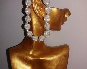 Elastic bracelet with pearls