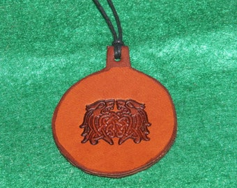 Leather pendant with a design of interlacing Wolf head