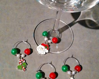 4 beautiful glass jewelry at foot for your Christmas table