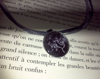 Organza necklace and the tree of life - black Medallion
