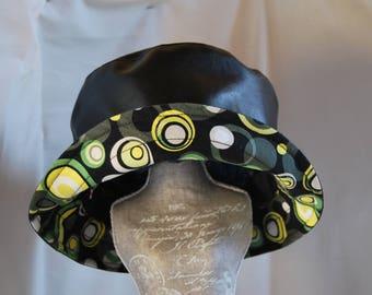 Black circles curved rain hat