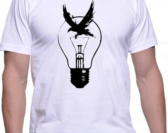 Men T-Shirt With Original Light Bulb and Black Raven Illustration Print
