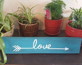 Love arrow sign rustic decor