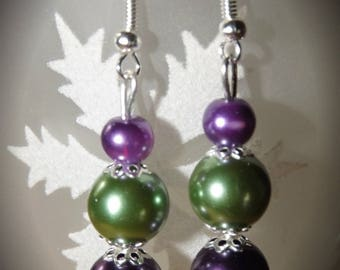 Plum and green glass beads earrings