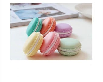 A set of 6 boxes MACARONS 42 mm silicone.