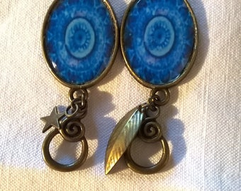 Coupon on 7 loops in this format. See summary. Cabochon of amazing blue rosette