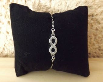 Woman 925/1000 sterling silver and rhinestone infinity bracelet.