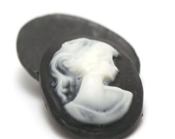 """""""2 resin cameos cabochons"""" woman """"28 x 22 mm, white on black background"""