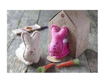 Lapins de Pâques / Kit couture / Lapins à coudre avec maison à colorier / Kit créatif enfant / DIY couture et coloriage