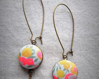 Dangling earrings in bronze metal and cabochons in liberty fabric