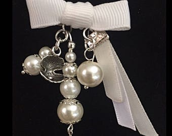 Spindle shell and white glass bead