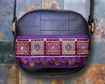 Small shoulder bag ethnic in inner inner and Indian fabric purple/bronze and black.