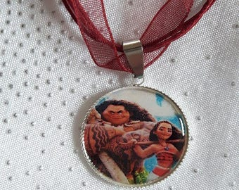 Burgundy girl necklace from the islands of Polynesia