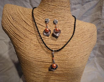 Faux leather adjustable cord necklace and pierced earrings