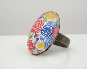 Colorful floral design cabochon ring