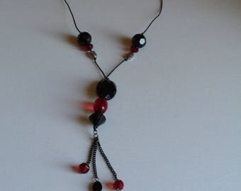 COLLAR SHAPED NECKLACE BLACK AND RED