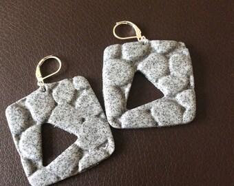 Square earrings look Pebble hole triangle!