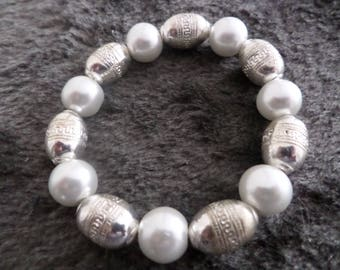 Gems Bracelet: single White Pearl Pearlescent with Tibetan beads