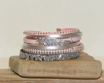"""""""Soft feather"""" Cuff Bracelet leather, glitter, pastel pink color, soft pink, silver"""