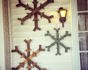 Reclaimed wood snowflake, pallet snowflake, Christmas decor, hanging wood decor, winter porch sign, winter hanging pallet wood decoration