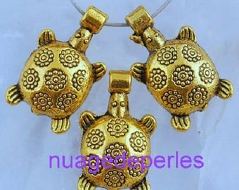 3 charms turtle pendant