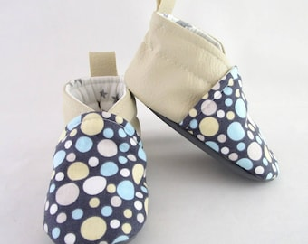 Slipper 6/9 months cream leatherette and bubbles pattern fabric