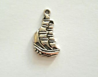 1 charm antique silver metal sailboat boat