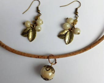 Bridal bohemian necklace with beige Indian glass beads, and golden leaf earrings with Indian glass beads, shabby jewelry, country wedding