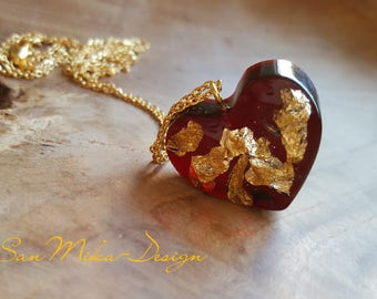 Necklace with resin pendant *Heart of Gold*
