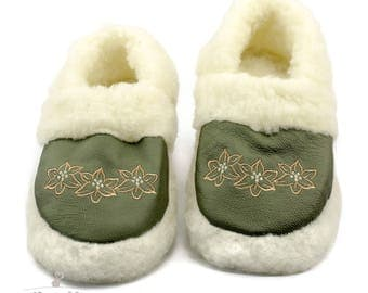 Wool SLIPPERS SHEEP Boots Womens Ladies hard sole cozy foot. Perfect Christmas gift.