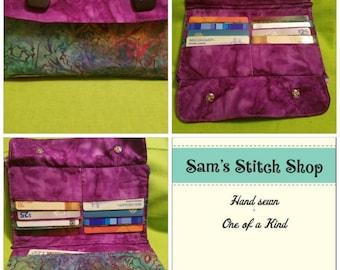 Bi-fold wallet with zipper pouch
