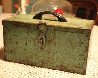 Toolbox old metal and bakelite handle - 30s.