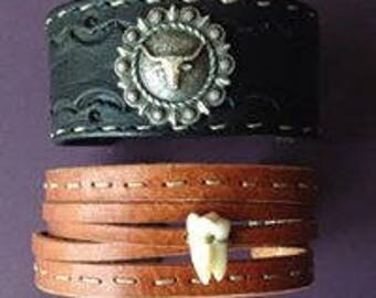 Country or medieval style leather bracelet. Made entirely by hand.
