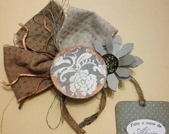 Brooch in fabric, metal is cardboard painted. Single piece, handmade.