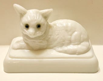 Westmoreland Milk Glass Cat On Nest Cover