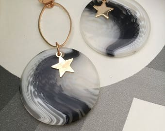 Mismatch star detail earrings