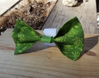 Small Dog Cat Bow Tie Accessory - Green Flower Pattern