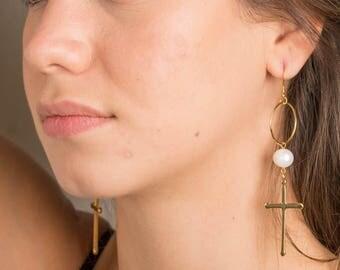 Earrings, cross gold plated brass, freshwater pearl.