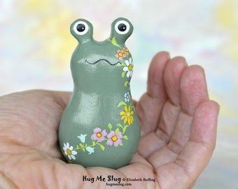 Handmade Slug Figurine, Miniature Sculpture, Moss Green, Daisy Floral, Hug Me Slug, Animal Totem Charm Figure with Flowers, Personalized Tag