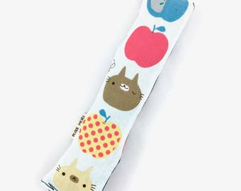 Apple Of My Eye Cats Crisp Organic Catnip Crinkle Kicker Cat Toy by For Mew