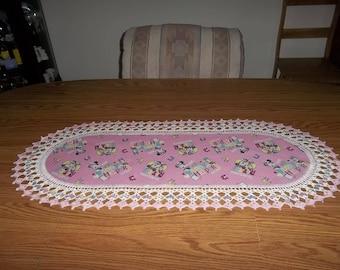 Minnie Table Runner, Daisy Table Runner Dresser Scraf, Pink, Oval Table Runner, Girls Bedroom Decor, Handmade, 16 X 36, Gift