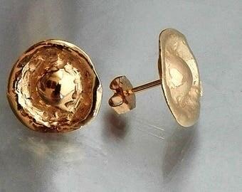 Gold Ear Lobe Earrings, Earlobe Studs Gold, Minimalist Gold Posts, Hammered Disk Earrings, Hammered Ear Lobe Studs, Sculptured Post Earrings