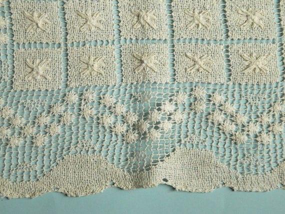 "Vintage Table Linen Runner Dresser Scarf Off-White Handwoven Pattern 40"" x 15"""