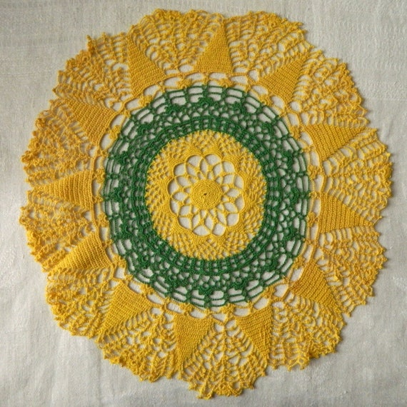 """Vintage Green and Yellow 14"""" Doily"""