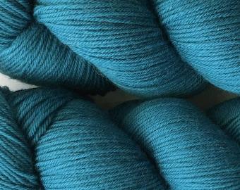 Deep Ocean Cascade Heritage Yarn 437 yards Super Fine Wool Nylon Sock Yarn Color 5720