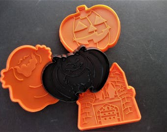 Spooky Fun, Set of Four Halloween Cookie Cutters with Handles, Pumpkin, Haunted House, Bat and Ghost