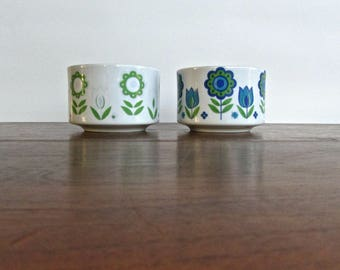 Porcelain Soup Cups w/ Pepper Shaker, Mid Century Japan Hippie Flower Designed Handled Bowls