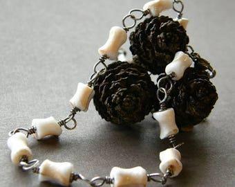 Summer Sale 20% Off Shell Bracelet, Bridal Jewelry, Dainty Cream and White Bracelet