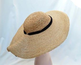 Vintage 1950's Woven Straw Large Brim Sun Hat / Vintage Sun Hat With Velvet Trim / Vintage Woven Braid Straw Hat