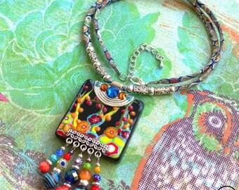 Boho Rainbow . Collier unique esprit bohème multicolore argile polymère cristal coton liberty verre design original Tikaille